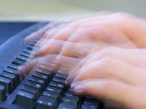 08-fingers-typing-fast-lgn