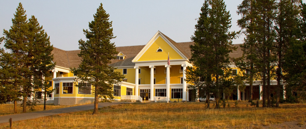 Lake_Yellowstone_Hotel_(8047185425)