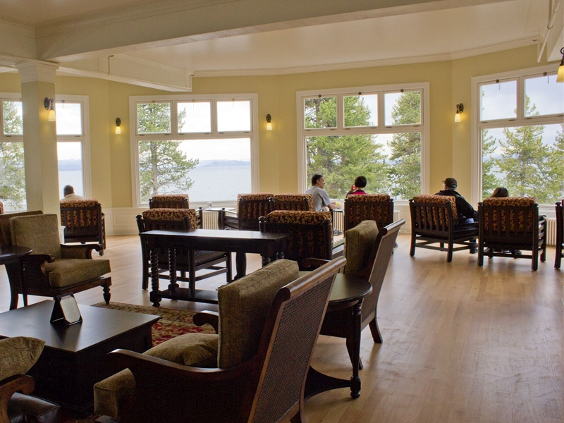 lake-yellowstone-hotel-sunroom-01
